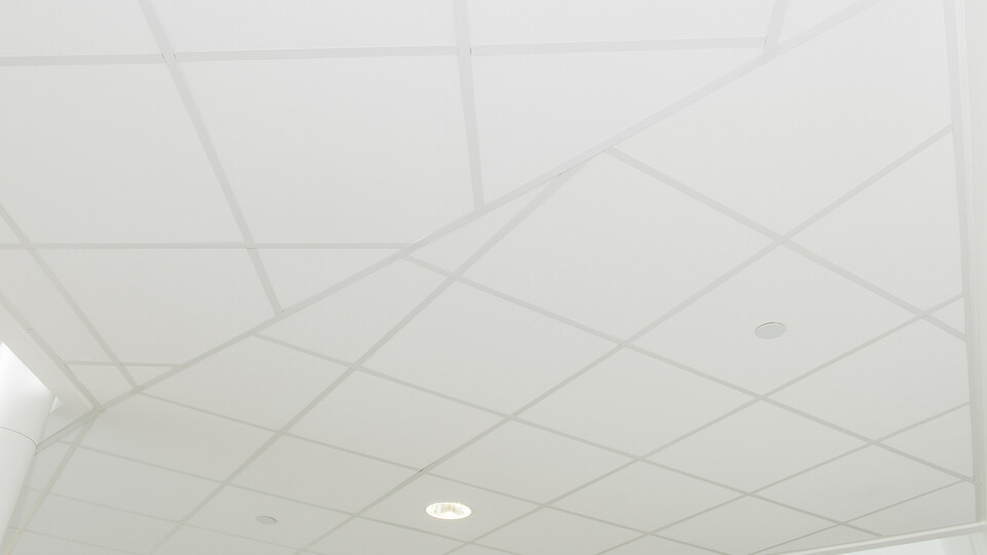 Verwendete Produkt(e): Rockfon® Tropic™, A24, 600 x 600